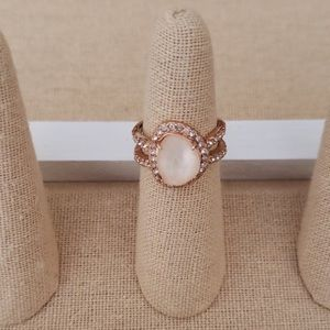 BNWOT 🌵🍓Chloe & Isabel rose gold ring size 6